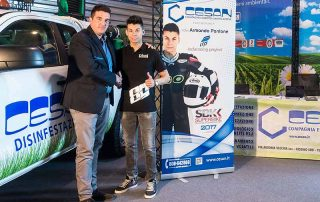 Giuseppe Oliva con il pilota Armando Pontone